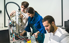 students in a mechanical engineering class